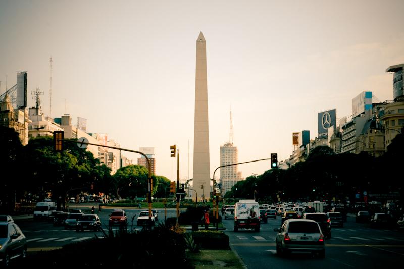 Obelisco - symbol BA, tu pierwsza raz zawisła flaga Argentyny
